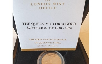 Queen Victoria gold sovereign 1853 with shield on reverse, u...