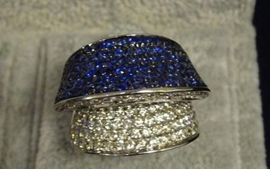 Ring in 585 thousandths white gold, adorned with numerous diamonds and brilliant sapphires in paving. Gross weight: 17.2 g.