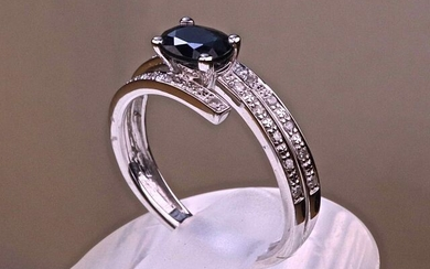 Unique piece. Designer ring in 18 karat white gold with oval and certified Natural Sapphire of 1 carat set with claws and its body with 3 lines of natural diamonds of 0.15ct, size (modifiable) 52. 2.30g . Luxurious case.