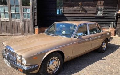1982 DAIMLER DOUBLE SIX HE REGISTRATION NO: YPC 222Y