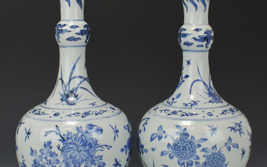 A very fine pair of Chinese blue and white Transitional porcelain bottle vases