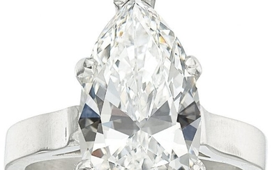 55222: Diamond, Platinum Ring The ring features a pea