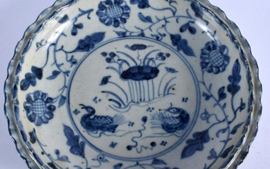A CHINESE MING STYLE BARBED DISH. 20.5 cm wide.
