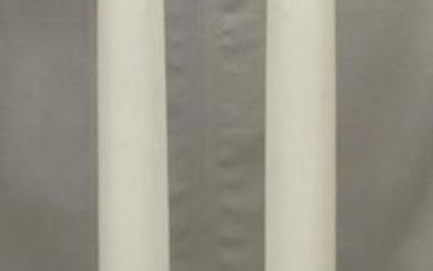A PAIR OF WHITE PAINTED COLUMNS ON PLINTH, 3 PCS.