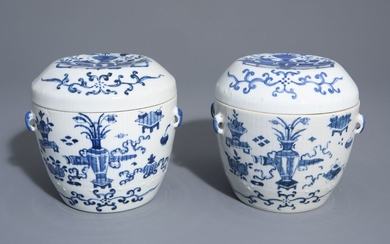 A pair of Chinese blue and white covered...