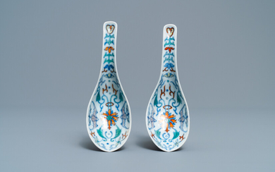 A pair of Chinese doucai spoons, 19th C.
