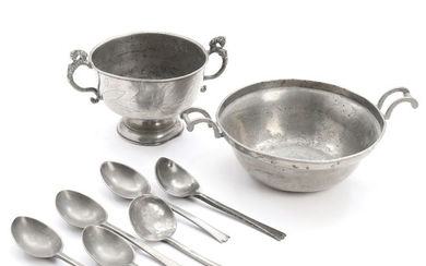 A selection of pewterware, comprising two bowls and six spoons. Mostly 19th century. Bowls Diam. 13 and 19 cm. (8)
