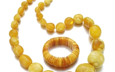 AMBER NECKLACE AND A BRACELET