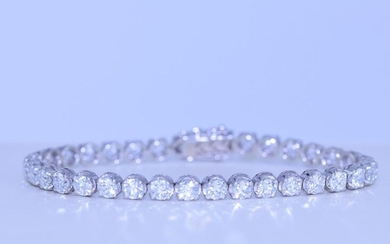Bracelet of quality in white gold 18ct. with 35 brilliants...