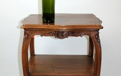 French Louis XV 2-tier side table in walnut
