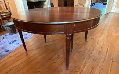 Louis XVI style mahogany and mahogany veneer dining table on six fluted legs (with extension) H: 70,5 cm W: 135 cm D: 126 cm