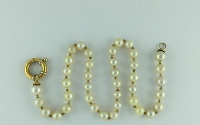 Necklace, thread of natural pearls.