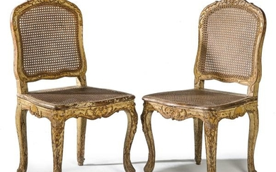 Pair of chairs Louis XV to the queen, in carved and