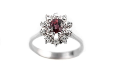 Ring in 18 k white gold with a ruby weighing approx. 0.6 ct and surrounded by diamonds weighing approx. 0.2 ct TDD: 55.