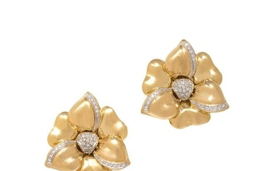 YELLOW GOLD AND DIAMOND FLOWER EARCLIPS