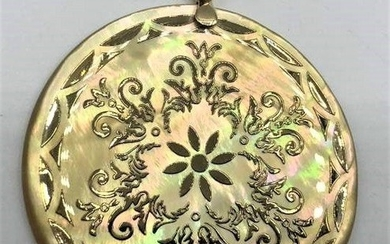 14 K YELLOW GOLD FILIGREE OVER MOTHER-OF-PEAR PENDANT.