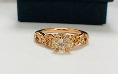 14ct Rose Gold Diamond ring featuring centre, champagne...