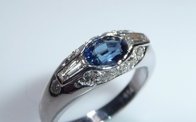 18 kt. White gold - Ring - 0.70 ct Sapphire - Diamonds 0.55 ct.