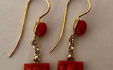 18 kt. Yellow gold - Earrings Red Coral cherry engraved by hand