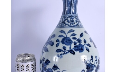 A CHINESE BLUE AND WHITE YUHUCHUMPING VASE 20th Century, pai...