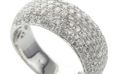 A DIAMOND PAVÉ RING IN 18CT WHITE GOLD, THE DIAMONDS TOTALLING 1.49CTS, SIZE M, 6.8GMS
