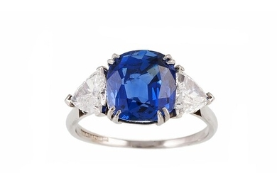 A SAPPHIRE SINGLE STONE RING, the cushion cut sapphire to tr...