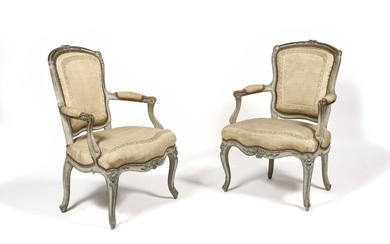A suite of four painted beechwood armchairs with a convertible backrest, decorated with a clip on the shoulders, foliage and flowers, the armrests and the belt resting on arched feet, (small accidents). Louis XV period. H : 89 cm, L : 61 cm