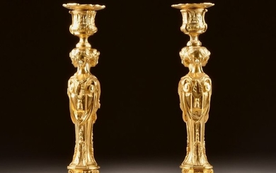 After the model by Gouthière - A pair of candlesticks with karyatids - Louis XVI Style - Ormolu - Late 19th century