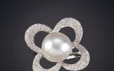 BRILLIANT FLOWER RING WITH BEAUTIFUL AUSTRALIAN PEARL, 13...