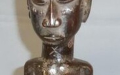 Female figure standing with scarified body, Kuba (Democratic Republic of Congo), wood, dark and shiny patina - H. 38 cm