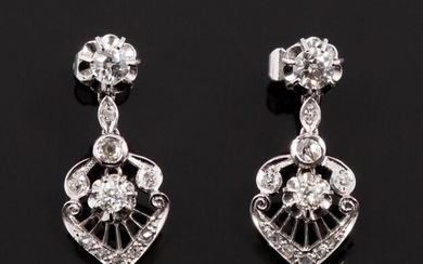 Pendant earrings mounted on 18k (750 thousandths) white gold rods set with faceted diamond chips and old cut diamonds (old European and old mine). Mobile openworked lower part. Beautiful work from the 1940s.
