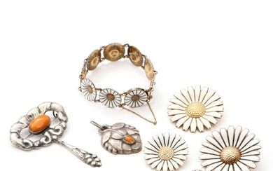 Silver and sterling silver brooche, bracelet and pendants. Georg Jensen, A. Michelsen and others Bracelet L. 18 cm. (8)