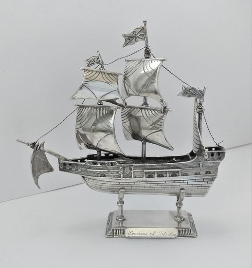 Silver galleon - .925 silver - import mark London - 1970