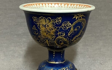 Stem cup - Powder blue - Porcelain - Chinese - Gold peonies besides a pierced rock and a fence - China - Kangxi (1662-1722)