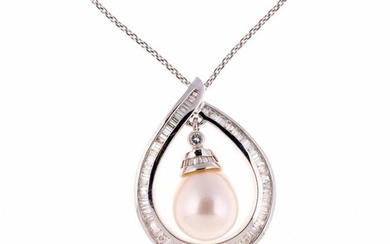 White gold pendant set with baguette diamonds holding in its center a pearl in pendants - Gross weight: 15.2 g - Height of the pendant: 3 cm