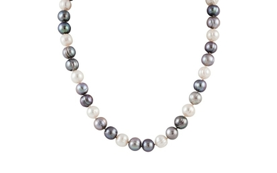 A GREY AND WHITE CULTURED PEARL NECKLACE, with gold clasp