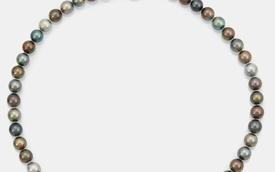 A Tahitian cultured pearl necklace