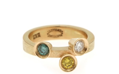 A diamond ring set with three brilliant-cut diamonds totalling app. 0.50 ct., mounted in 14k gold. Size 53. Circa 2014.