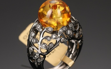 Bolero Moment for House of Amber.Ring of 18 kt. black rhodium-plated white gold with cognac amber and brilliant cut diamonds. Size. 54. 11.8 g.