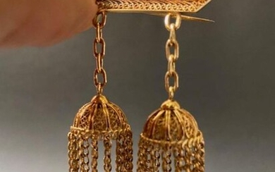 Brooch in yellow gold with pendants and filigree...