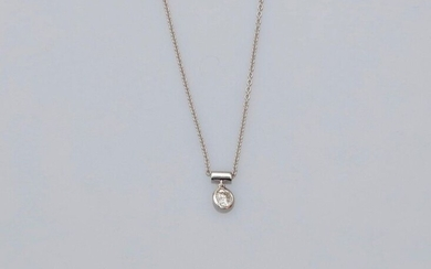Chain and pendant in white gold, 750 MM, set with a brilliant-cut diamond weighing 0.25 carat, length 42 cm, spring ring, weight: 1.8gr. rough.