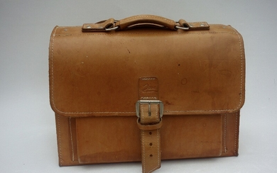 Danish design: Jeva, school leather bag. H. 30 cm. W. 40 cm. D. 18 cm.