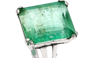 Emerald ring WG 585/000 with an emerald cut...