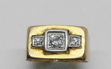 Gold and platinum knight's ring, set with a diamond between two smaller diamonds. Circa 1940. Gross weight 5.4 g (deformations at the ring)