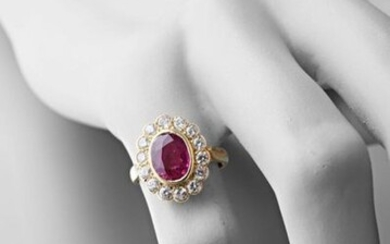 Pompadour ring in 750 thousandths yellow gold set with a central ruby surrounded by fourteen brilliants of approximately 0.04 carat