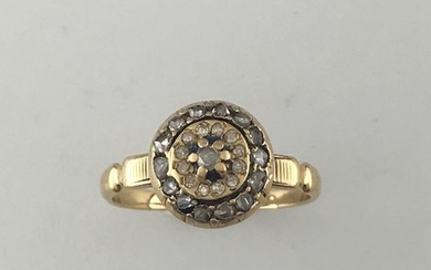 Ring in 750°/°° gold set with a rose...