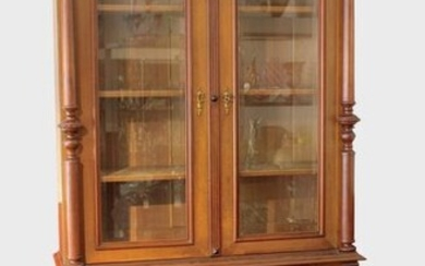 Showcase cabinet, German, Historism around 1900, walnut wood and walnut veneer on oak wood, two-door lower part with coffered doors and 2 drawers, doors flanked by pilasters, original locks and doors, original wooden frame fittings, keys available...