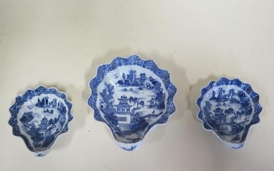 Three 18th century Chinese porcelain blue and white oyster s...