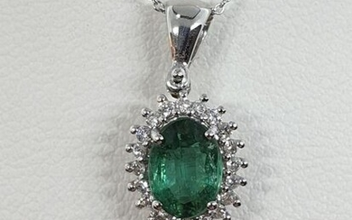 18 kt. White gold - Necklace with pendant - 0.92 ct Emerald - Diamonds