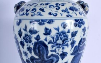 A CHINESE BLUE AND WHITE PORCELAIN VASE 20th Century